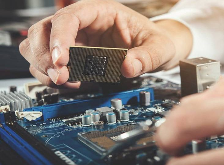Top 5 reasons to study Electrical and Electronics Engineering and It's future (1)